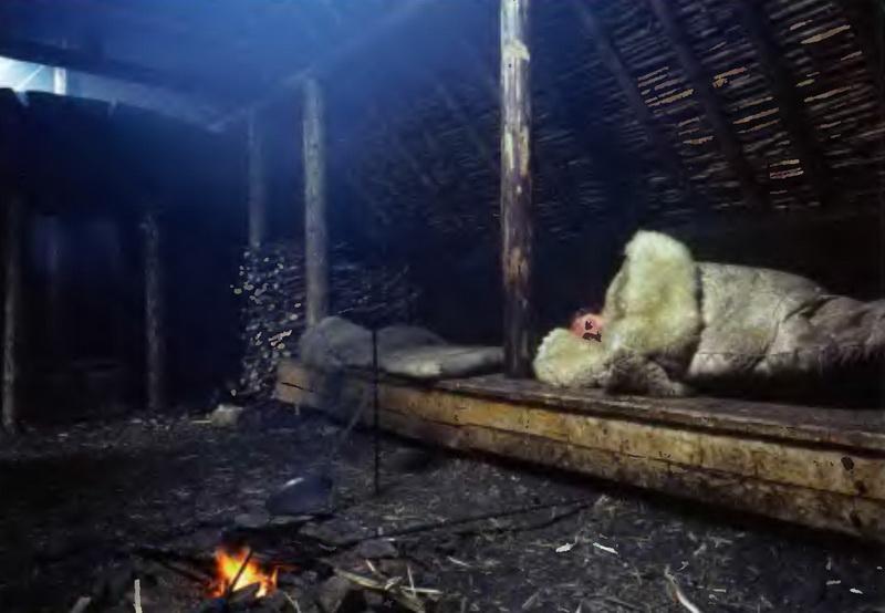 Интерьер дерновой хижины викингов - реконструкция в лАнс-о-Медоуз. На переднем плане видны элементы очага, где готовили пищу.